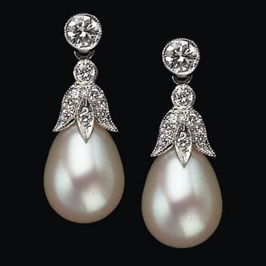 diamond-trefoile-pearl-drop-earrings
