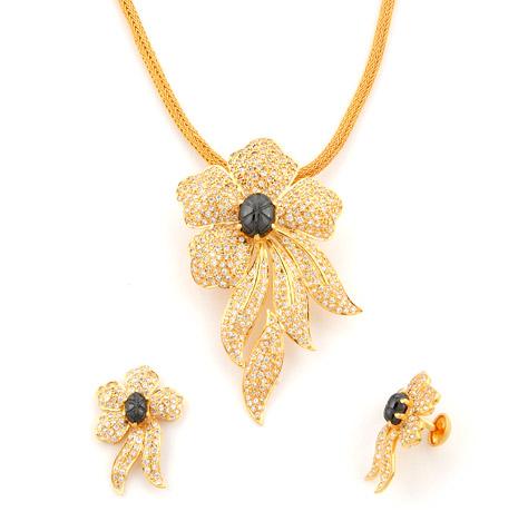 Uncut-flower-pendant