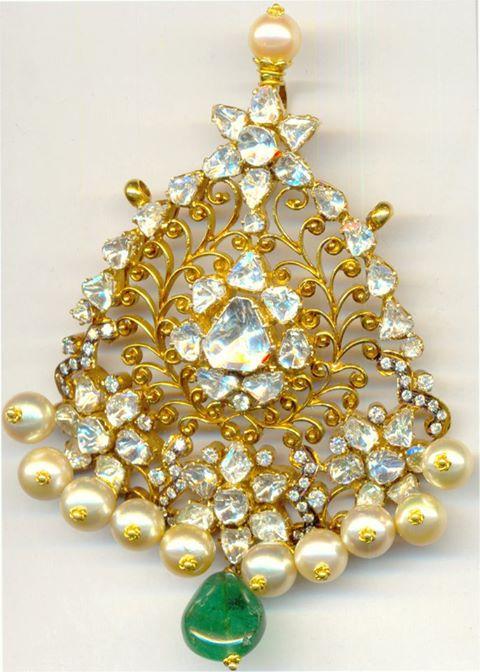 Uncut-pearl-emerald-drop-designer-pendant