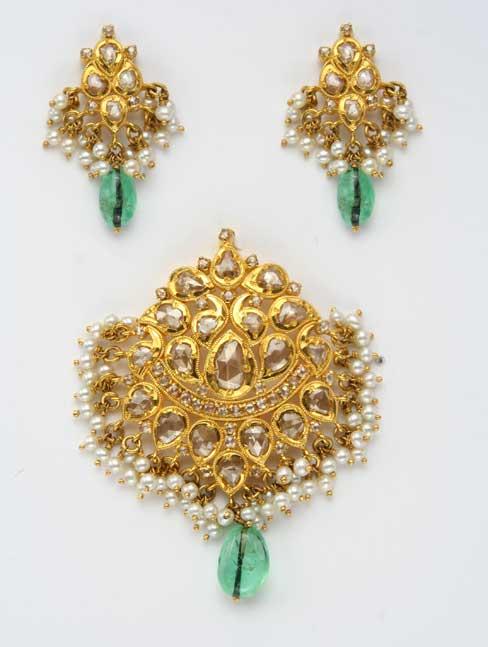 Uncut-pearl-emerald-drop-pendant