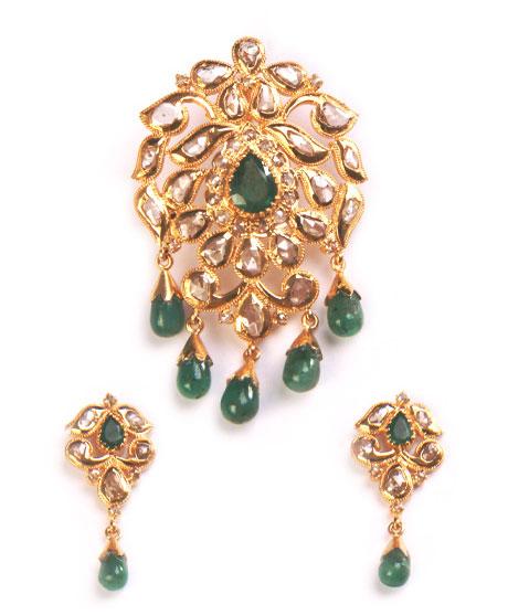 Uncut_ emerald-pendant