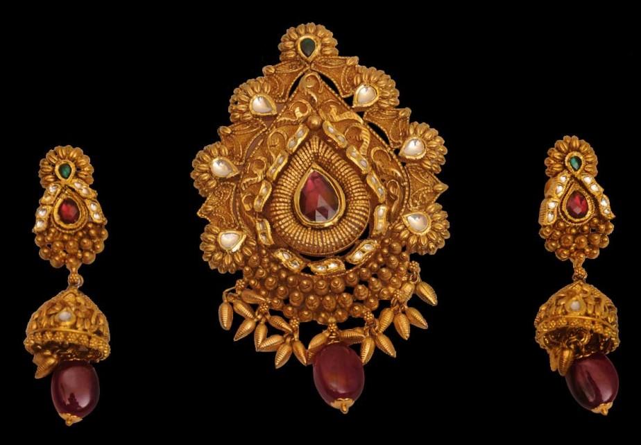 gold-pendant-set