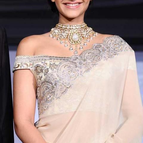 sonam-kapoor-boat-neck-blouse