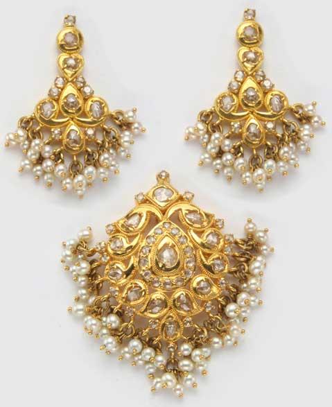 uncut-diamond-pearls-pendant