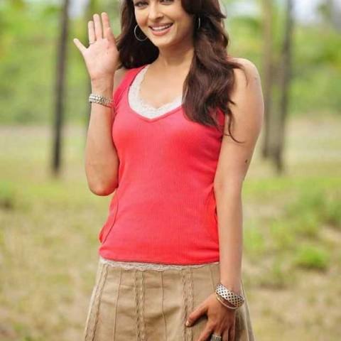Aishwarya Rai in Skirt